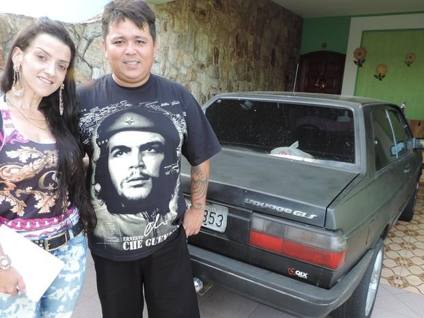 Casal usa agora carro emprestado pelo tio para trabalhar (Foto: Caio Gomes Silveira/ G1)