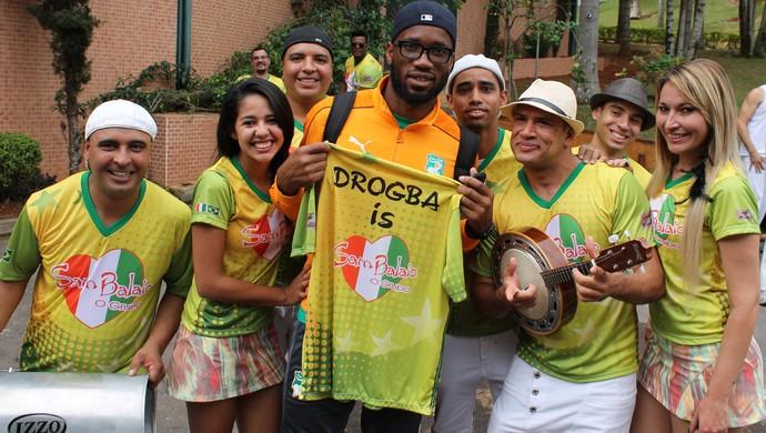 Drogba desembarque Costa do Marfim Águas de Lindoia (Foto: Augusto Zaupa / Comitê Paulista)
