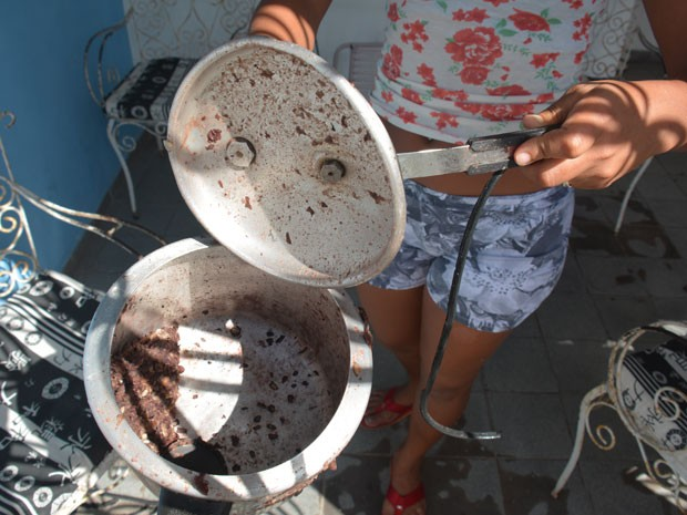 Panela de pressão explodiu e comida fervendo atingiu rosto de mulher em João Pessoa (Foto: Walter Paparazzo/G1)