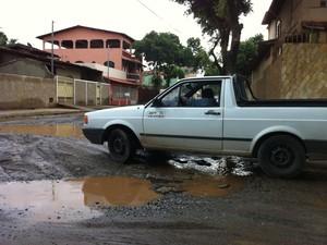 João Alberto afirma que o problema é antigo na Rua Gastão de Magalhães (Foto: Diego Souza/G1)