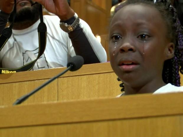 Zianna Oliphant interrompeu, com fala improvisada, assembleia na cidade de Charlotte (Foto: Reprodução)