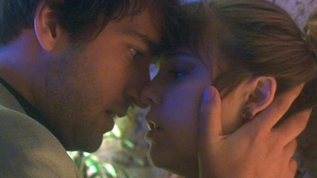 Tiago faz promessa a Isabela em A Lei do Amor (divulgação)