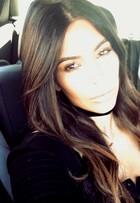 Kim Kardashian muda o visual e clareia as pontas dos cabelos