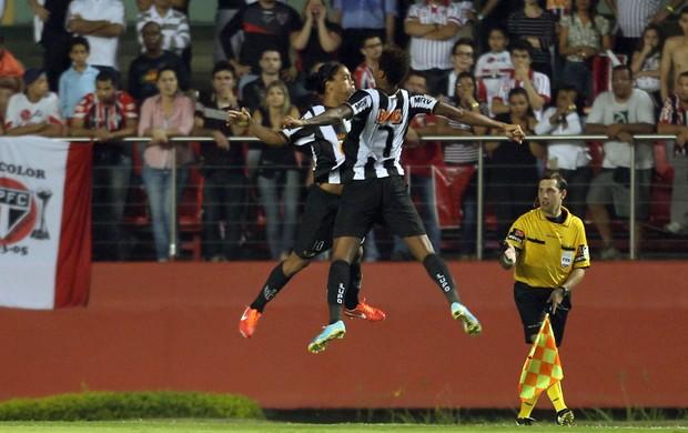 Ronaldinho Jô gol Atlético-MG x São Paulo (Foto: José Patrício / Ag. Estado)
