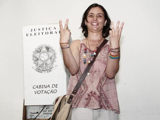Soninha se mostra otimista após votar (Foto: Lola Oliveira/BRAZIL PHOTO PRESS/ESTADÃO CONTEÚDO)