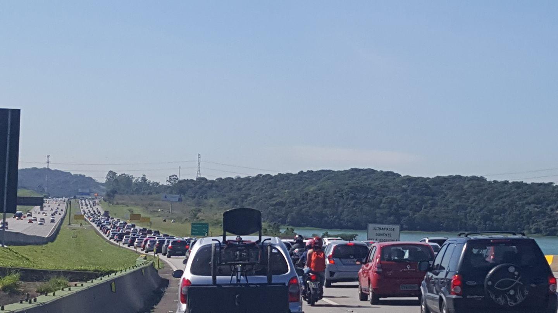 Motoristas enfrentam lentidão nas estradas da região (Foto: Arquivo Pessoal/Andrea Neris)