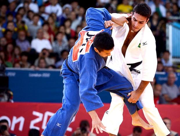 Leandro Guilheiro na luta de judô contra Takahiro Nakai (Foto: AFP)