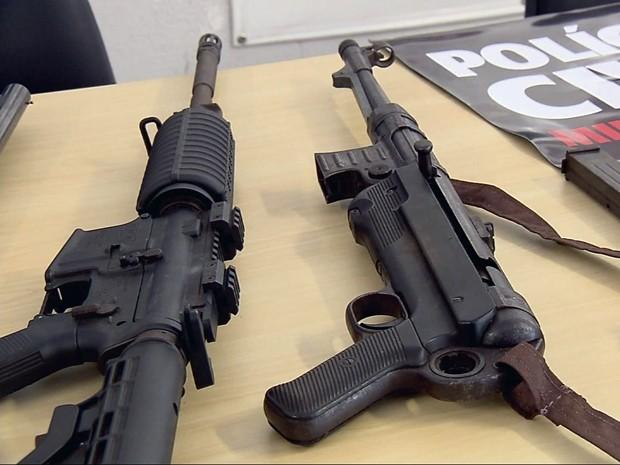 Polícia acredita que arma apreendida tenha sido usada na II Guerra Mundial (Foto: Reprodução EPTV)