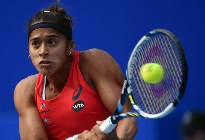 Teliana Pereira em ação no WTA de Pequim (Foto: AFP)