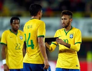 Neymar e Thiago Silva braçadeira de capitão Brasil x Áustria (Foto: Reuters)