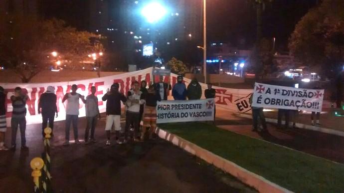Protesto Dinamite Vasco (Foto: Reprodução)