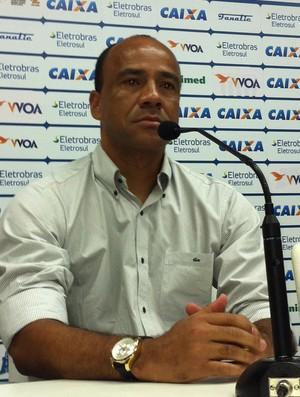 Técnico Sérgio Soares apresentado pelo Avaí (Foto: Renan Koerich / globoesporte.com)