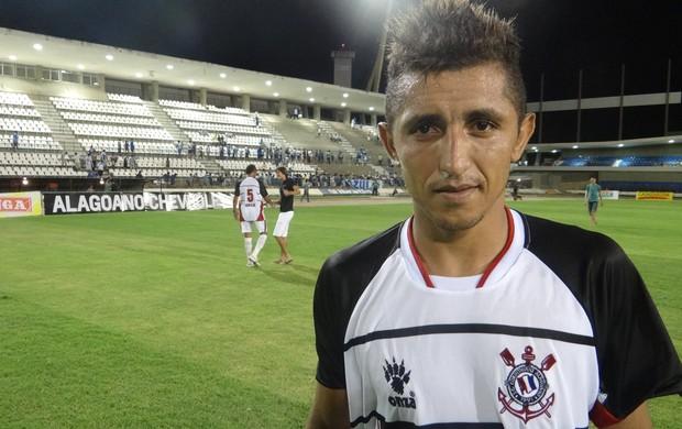 Thiago Potiguar é o meia do CSA (Foto: Caio Lorena / Globoesporte.com)