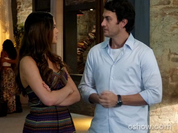 Luiza e Laerte discutem sobre os limites do ciúmes (Foto: Em Família / TV Globo)
