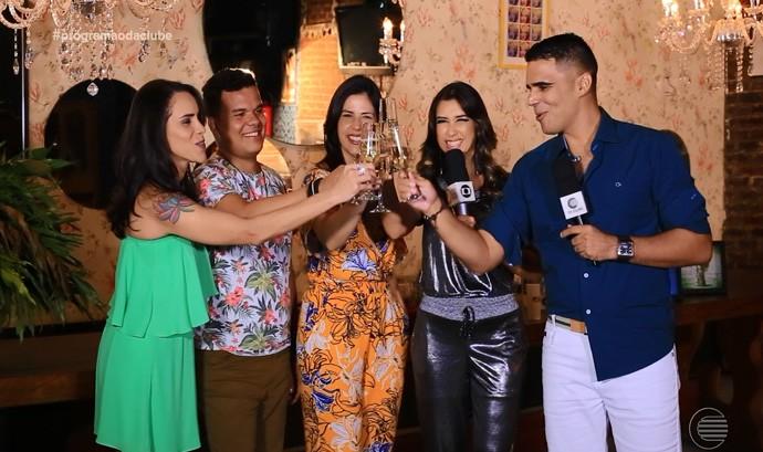 Equipe do 'Programão' brinda chegada de 2016 (Foto: Reprodução/Rede Clube)