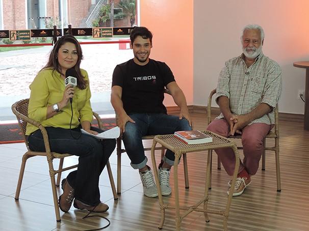 A repórter Gríssia Bueno entrevistou os atores Antônio Fagundes e seu filho Bruno (Foto: Marketing / TV Fronteira)