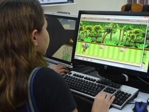 Academicos do curso de Ciências da Computação puderam mostrar os aplicativos para jogos desenvolvidos entro da sala de aula (Foto: Anne de Freitas/ G1 RR)
