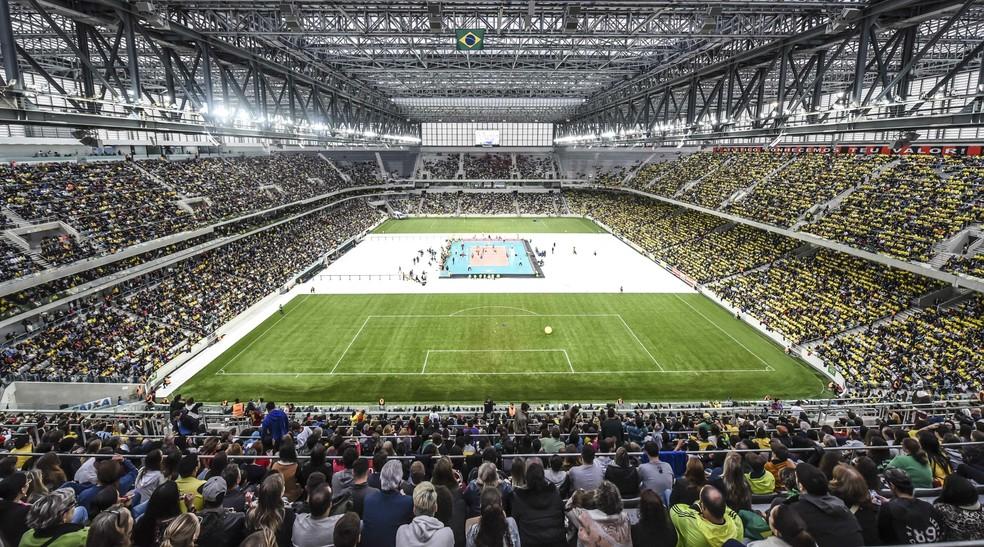 Arena da Baixada recebeu 33 mil torcedores no amistoso entre Brasil e Portugal (Foto: Inovafoto/CBV)