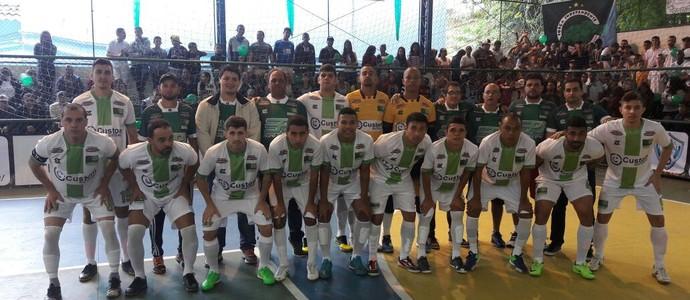 Equipe de Paulo de Frontin posa pra foto antes do jogo contra Volta Redonda (Foto: Carlos Fernando Dornellas/TV Rio Sul)