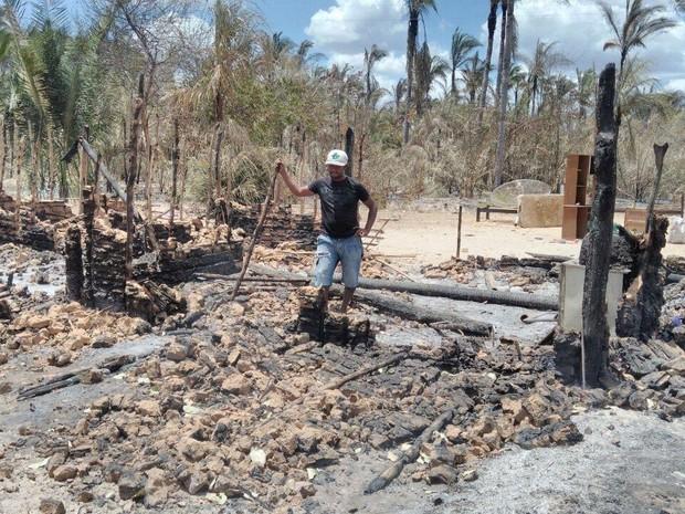 Famílias perderam tudo em incêndio na zona rural de União, Norte do Piauí (Foto: Renan Nunes/TV Clube)