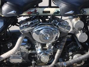 Um dos 7 motores da moto (Foto: Rafael Miotto/G1)