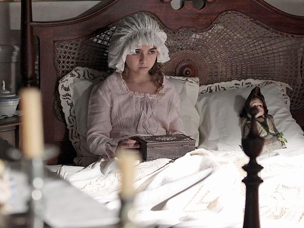 Clara se vê na pele de Adélia Borges (Foto: Amor Eterno Amor/TV Globo)