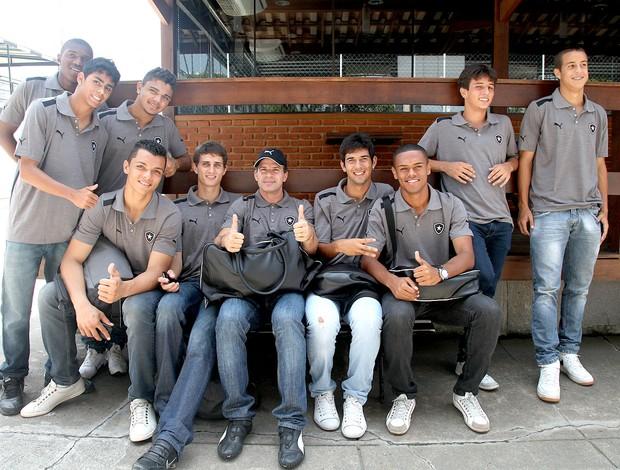 Tulio Maravilha com o time de juniores Botafogo (Foto: Pedro Veríssimo / Globoesporte.com)