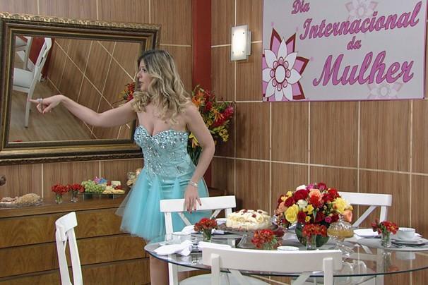 O Zorra Total traz quadro especial, com todas as personagens femininas tomando café na casa de Mozinha (Mariana Santos) (Foto: Globo)