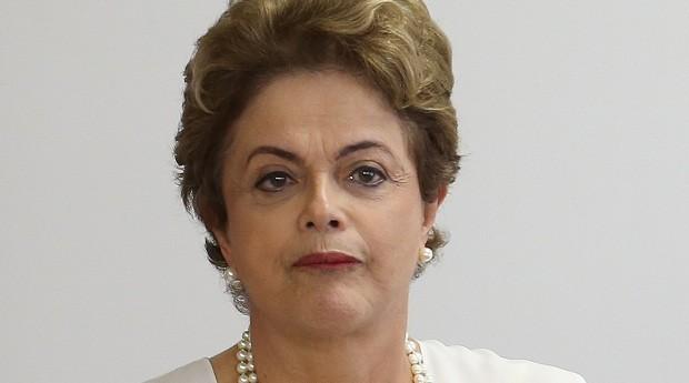 Dilma limita despesas do governo até definição de gastos para 2016