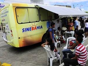 SineBahia móvel atende no bairro de Cajazeiras, em Salvador (Foto: Divulgação)
