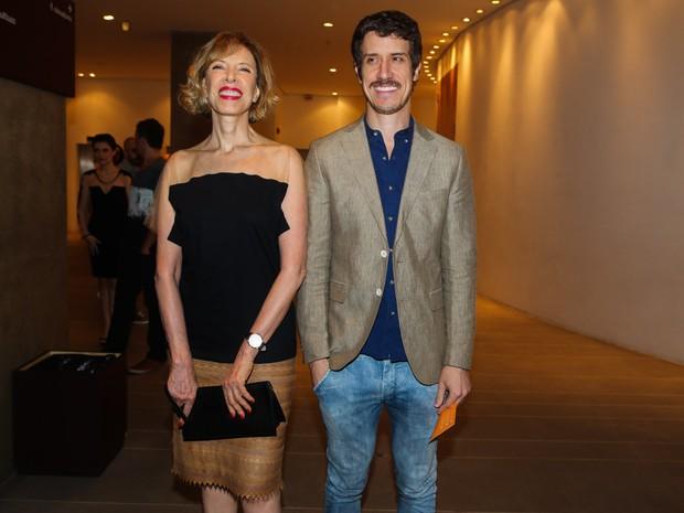 Marília Gabriela e o filho Theodoro Cochrane em pré-estreia de musical em São Paulo (Foto: Manuela Scarpa e Cláudio Augusto/ Foto Rio News)