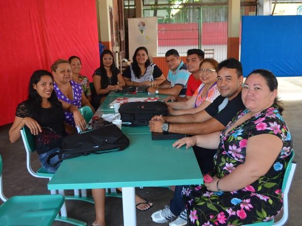 Professores deixaram o tempo livre nas férias para orientar alunos (Foto: John Pacheco/G1)