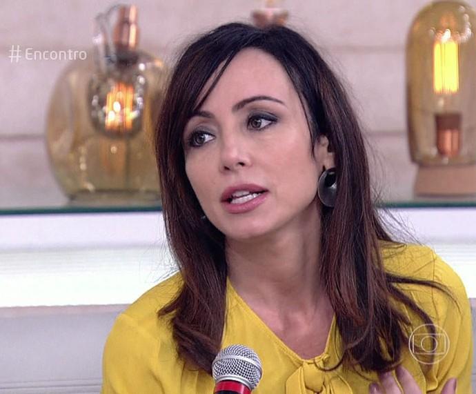 Elaine Bast descobriu câncer em fazer inicial, passou por cirurgia e considera-se curada (Foto: TV Globo)