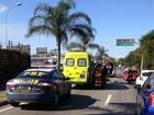 Motociclista morre em acidente entre carro e moto, na BR-101, ES