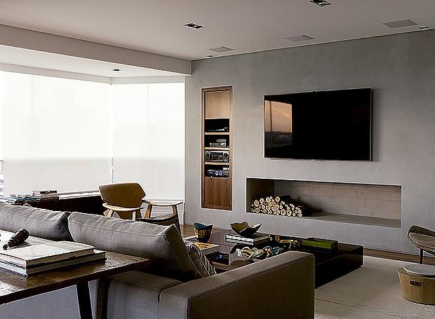 Projetos De Sala De Tv Com Lareira ~ lareira divide o espaço com a TV no projeto da arquiteta Olivia