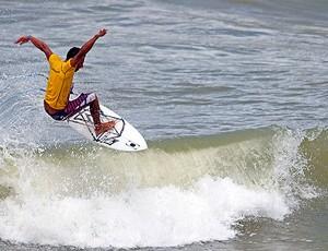 surfista baiano Aurélio Santana (Foto: Fabriciano Júnior / Dendê Produções / Divulgação)