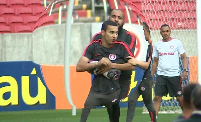 Anderson William briga Inter (Foto: Reprodução/RBS TV)
