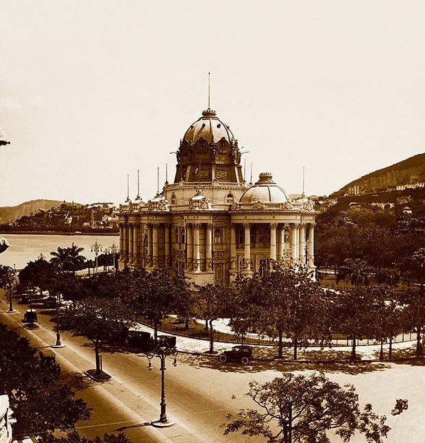 """""""BASTARDO"""" O Palácio Monroe, no Rio, demolido  em 1976. Ele era  um  exemplo da arquitetura eclética, desprezada  por Lúcio Costa (Foto: José dos Santos Affonso/Instituto Moreira Salles )"""