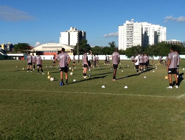 Resende treina no estádio do Trabalhador (Foto: Ana Cláudia Gonçalves / GLOBOESPORTE.COM)