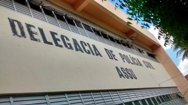 Ex-marido da vítima foi levado para prestar depoimento na Delegacia de Polícia Civil de Assu (Foto: Divulgação/Polícia Militar)