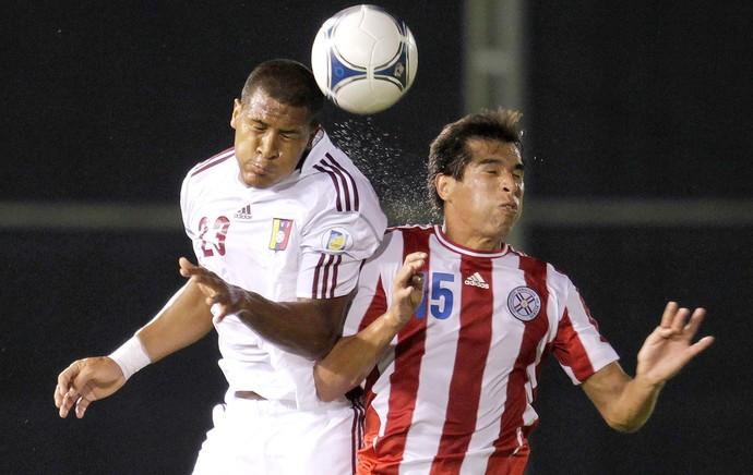 Victor Caceres e Jose Salomon Rondon, Paraguai x Venezuela (Foto: Agência Reuters)