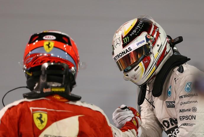 Lewis Hamilton e Kimi Raikkonen após GP do Bahrein, Fórmula 1 (Foto: Getty Images)