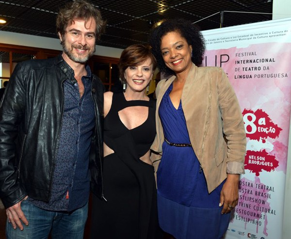 Os atores João Vitti e Maria Ceiça com a idealizadora do festival, Tânia Pires, na abertura da 8ª edição  (Foto: Cristina Granato)