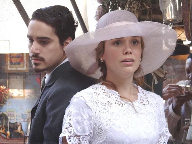 Alice ainda não consegue admitir seu amor por Jonas (Foto: Lado a Lado/TV Globo)