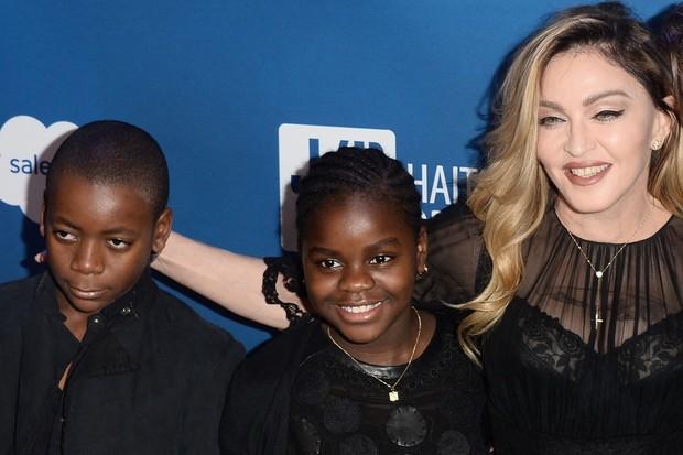 Já conhecida por ter um grande coração materno, Madonna é mãe de quatro filhos sendo dois adotivos do Malaw: David Banda e Mercy Hames (Foto: Agência Getty Images)