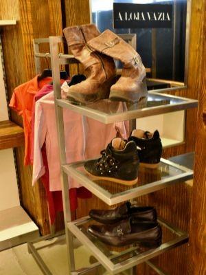 Podem ser doados sapatos, roupas e outros produtos  (Foto: Bauru Shopping/ Divulgação )