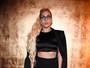 Lady Gaga usa shortinho para ir a desfile em Nova York, nos EUA