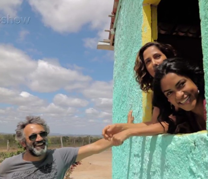 Domingos Montagner se divertiu ao lado de Camila Pitanga e Lucy Alves nas últimas gravações no Nordeste (Foto: Gshow)