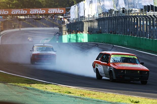 Voltas iniciais da categoria Opala 250 Race (Foto: Andre Santos/TimeSport)