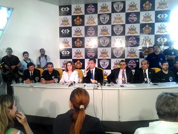 Secretário de segurança, Aluísio Mendes, fala em coletiva (Foto: Zeca Soares)